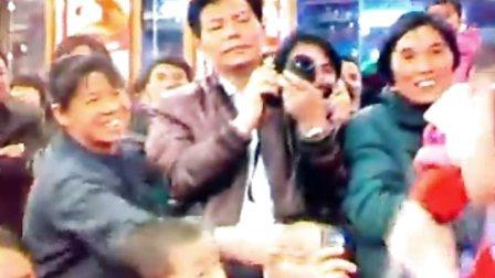 东莞牵手影视文化艺术培训学校开业典礼,香港影星麦德罗与小童星覃万里同台表演。