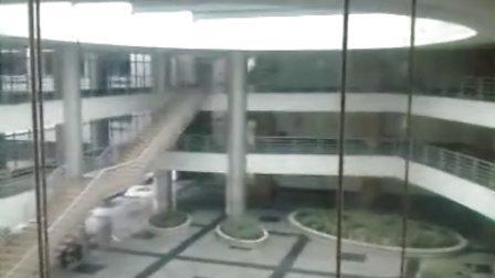 发现一基楼里有个观光电梯