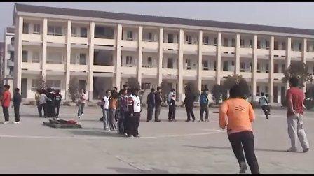 中学体育课例:《鱼跃前滚翻》(执教:王斌斌)