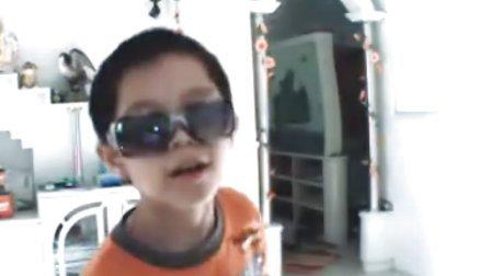 爆笑小孩唱歌