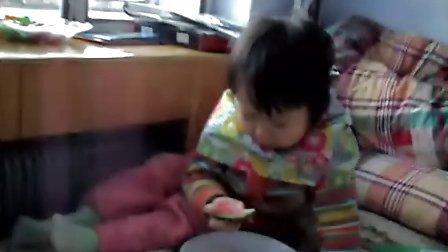 李泓萱吃西瓜