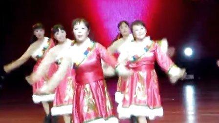 """核锻社区""""石榴花健身舞蹈队""""参赛串烧舞蹈《雪山阿佳》"""