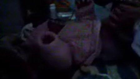 2008年12月25号佳欣出生第一天洗澡