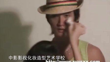 北京中影影视化妆学校学生为著名演员薛飞做化妆造型