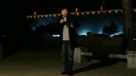 豫剧武汉小红脸戏迷演唱的《刘墉回北京》坐八抬刚回到北京城外