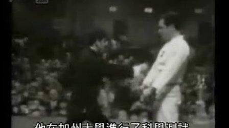 【侯韧杰  JKD  精华篇】之  李小龙的现身表演!