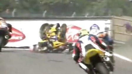 摩托车比赛惊险事故镜头
