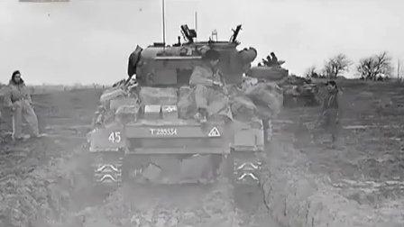 萤火虫谢尔曼和黑豹之间的坦克大决战