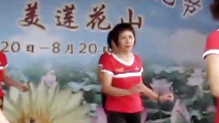 广场健身舞-小妹甜甜甜--莲花舞蹈团健身队表演  石楼镇
