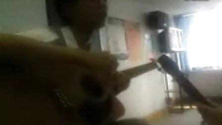 沈阳新东方董仲蠡弹吉他哇哦太帅啦