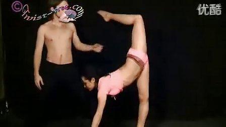 Nadya在twist-me上的被动表演