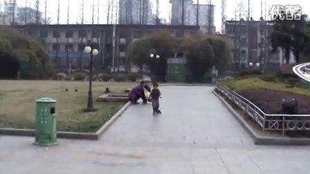 3岁轮滑高手!速下急转!(哥不是传说 不要迷恋哥)