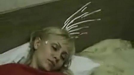 恶搞 熟睡中的美女超搞笑