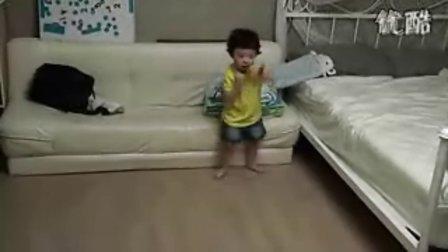 韩国小男孩听到少女时代-Genie的反应 呵呵~