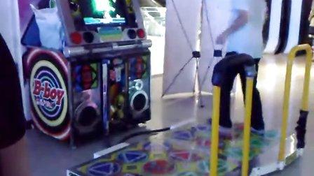 北京爱酷电玩跳舞机5代:演示单人玩双板