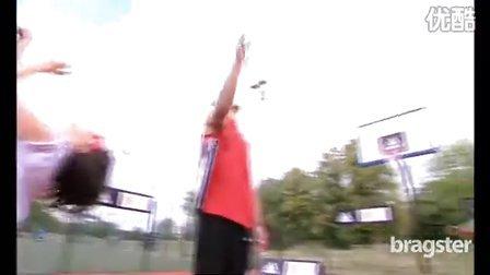篮网中锋布鲁克.洛佩兹与絲襪妹玩街球