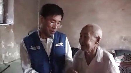 农村老人与外企高官追忆革命历史