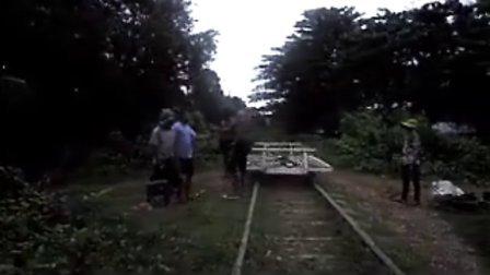 矮人户外 - 柬埔寨竹火车惊险卸货