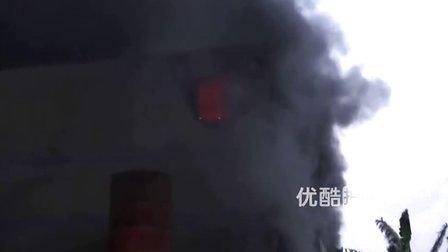 【拍客】实拍福州电器仓库大火现场 浓烟蔽日损失或超千万