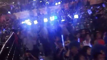 张靓颖献唱<画心> 现场感谢歌迷和伴奏乐队