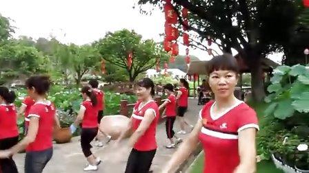 广场健身舞--免子舞--莲花舞蹈健身队表演   石楼镇