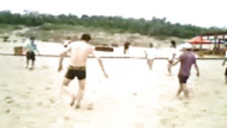 海边沙滩休闲足球