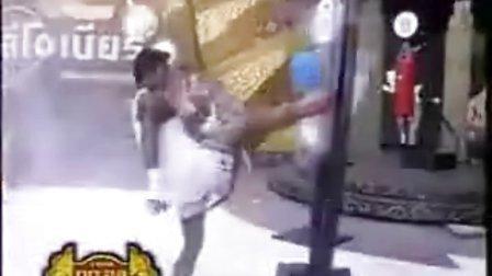 【侯韧杰  Muay Thai   精华篇】之 播求的腿....