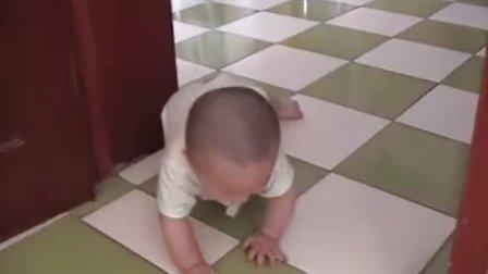 婴儿爬行练习