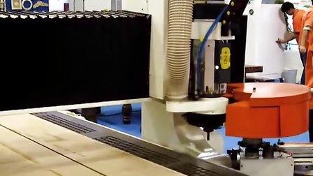 自动换刀木工雕刻机视频视频 青岛速霸雕刻机推荐