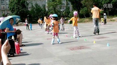 六盘水人民广场溜冰视频