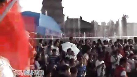 [拍客]西安大雁塔万人欢度国庆 亚洲最大音乐喷泉显魅力
