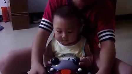 见过这么能笑的小孩么?