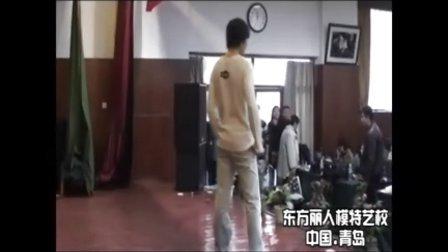 """青岛东方丽人模特艺校-2006全国首创高校""""模特。空乘""""推介会-男生便装展示"""
