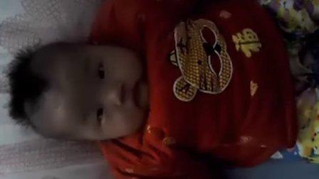 女儿4个月了,手机视频纪念