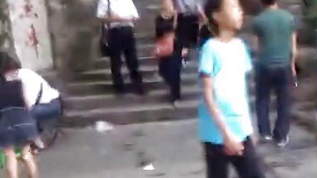 QQ图老舞棍原型找到了:国庆柳州鱼峰山,3分0秒处~哈哈好欢乐