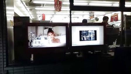 东京街头新型互动广告-和浴室美女视频通话