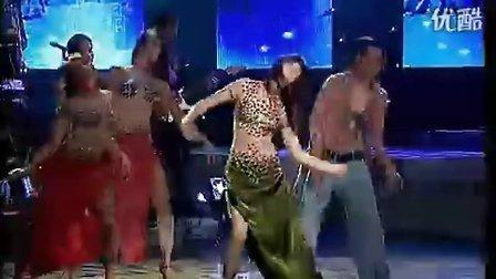 越南歌星翻唱《一个容易受伤的女人》