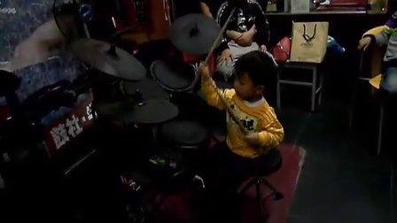 三岁鼓童 新歌 站起来(玩着录的多提意见)
