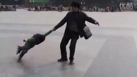 3岁轮滑高手--无人企及!(哥不是传说 不要迷恋哥)