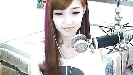 直播室的漂亮妹子 和你聊天唱歌