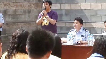 含笑献歌东城拘留所 与民警和在押人员交流禁毒体会