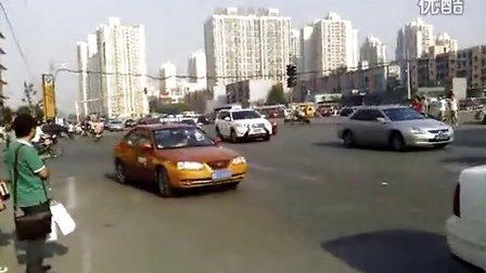 街拍中国北京警车出警