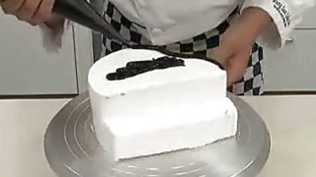 钢琴造型蛋糕 标清