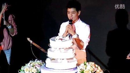 131013林志颖上海生日会之唱生日歌、生日许愿、与粉丝切蛋糕