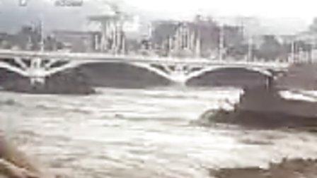 实拍甘肃陇南东河大洪水
