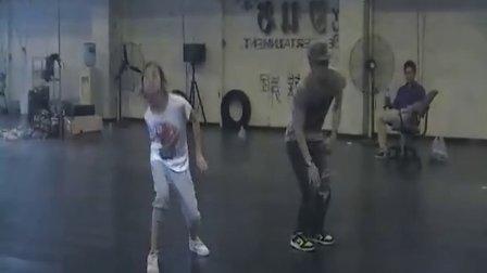 林依婷在京习舞