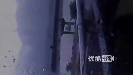 【拍客】多角度监拍大客车侧翻事故 画面惊恐如灾难大片