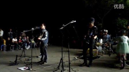 江西南昌街头乐队——2013乐队 谢天笑 琴弦之歌
