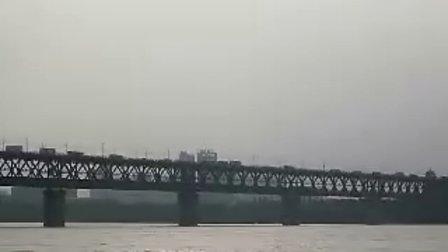 20100907 武汉长江大桥 汽车、火车、轮船,横渡的人……