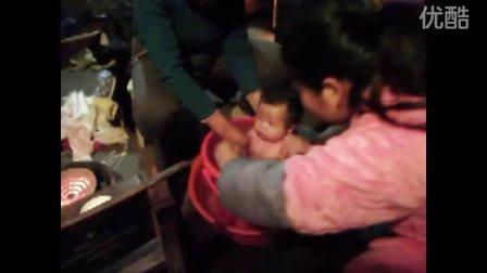 寒冷的冬天怎么帮小宝宝洗澡澡呢?
